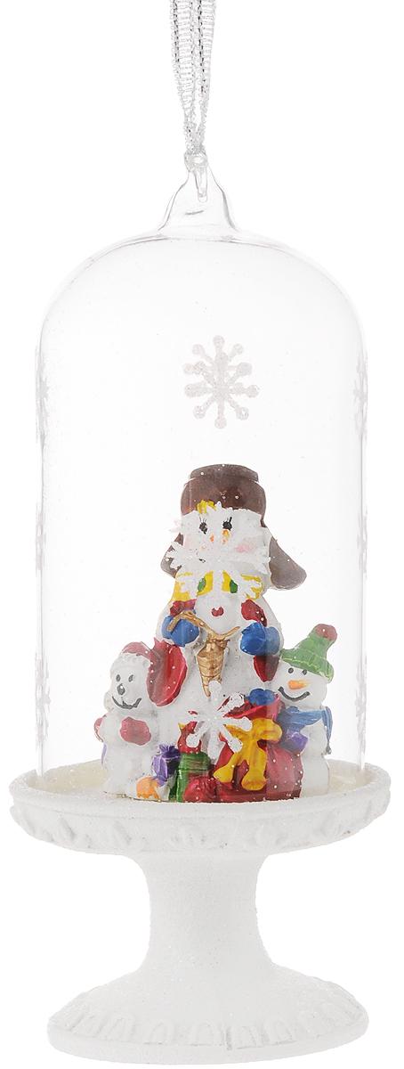 Новогоднее украшение Феникс-Презент Снеговики и мишка, 6,4 х 6,4 х 16 см39168Новогоднее подвесное украшение Феникс-Презент Снеговики и мишка выполнено из полирезины и стекла в форме подставки с фигуркой снеговиков и медвежонка под куполом и украшено блестками. С помощью специальной петельки украшение можно повесить в любом понравившемся вам месте. Но, конечно, удачнее всего оно будет смотреться на праздничной елке.Елочная игрушка - символ Нового года. Она несет в себе волшебство и красоту праздника. Создайте в своем доме атмосферу веселья и радости, украшая новогоднюю елку нарядными игрушками, которые будут из года в год накапливать теплоту воспоминаний.Материал: полирезина, стекло.Размеры: 6,4 х 6,4 х 16 см.