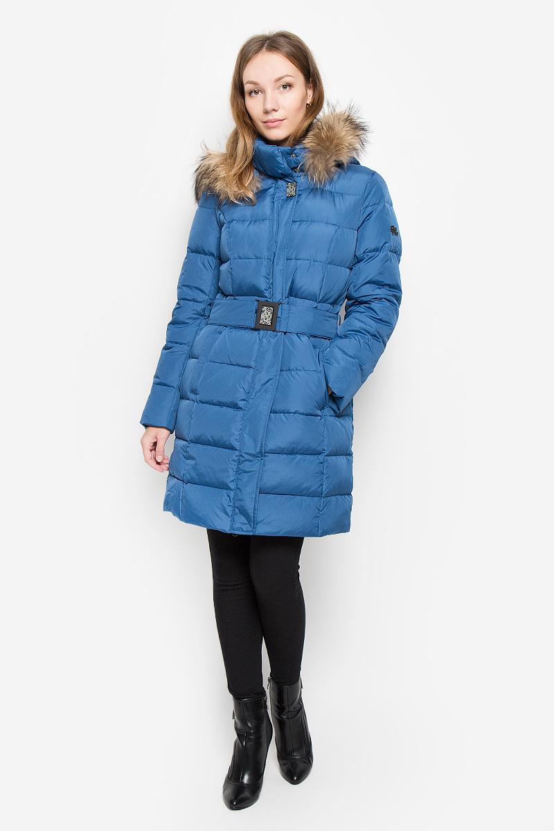 Пальто женское Finn Flare, цвет: синий. W16-11009_103. Размер L (48)W16-11009_103Женское пальто Finn Flare выполнено из полиэстера с утеплителем из пуха и пера. Модель с воротником-стойкой и съемным капюшоном застегивается на пластиковую молнию с ветрозащитными планками. Внешняя планка имеет застежки-кнопки. Капюшон пристегивается к пальто с помощью кнопок. Он декорирован съемной опушкой из натурального меха. Изделие имеет приталенный силуэт, дополнительно подчеркнутый эластичным поясом с металлической застежкой. Спереди расположены два прорезных кармана с застежками-кнопками. Пальто украшено декоративным элементом на рукаве.