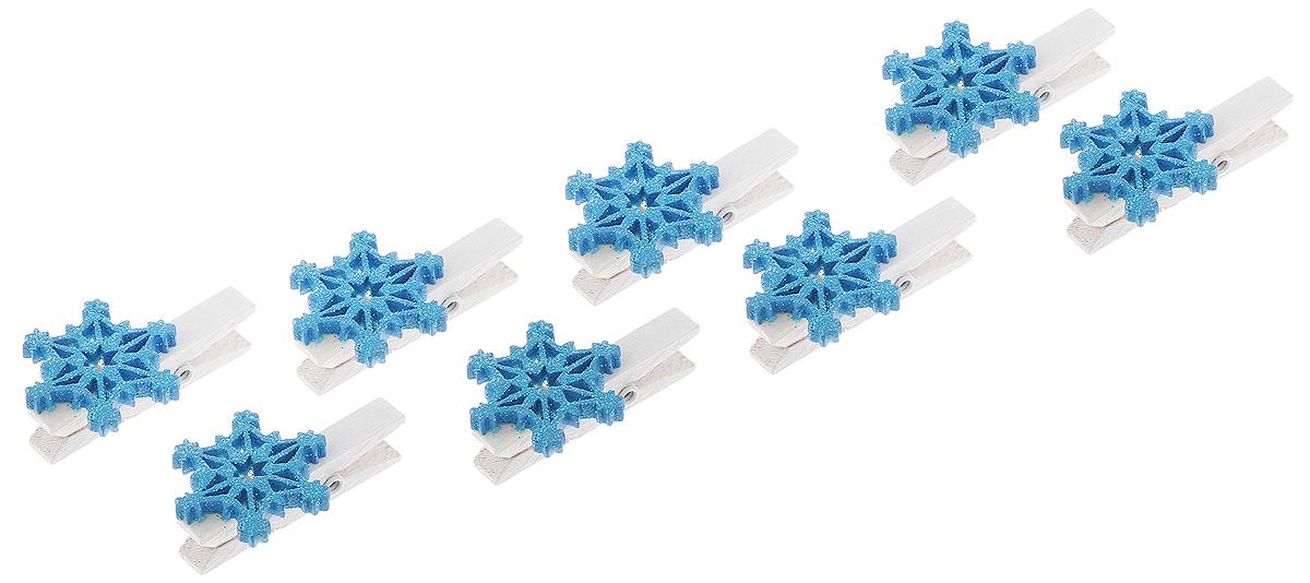 Украшение новогоднее Феникс-Презент Синие снежинки, 11 х 9,5 х 2,3 см41838Новогоднее украшение Феникс-Презент Синие снежинки выполнено из полирезины и древесины в форме прищепки с фигуркой снежинки. Украшение можно прикрепить в любом понравившемся вам месте. Но, конечно, удачнее всего оно будет смотреться на праздничной елке.Елочная игрушка - символ Нового года. Она несет в себе волшебство и красоту праздника. Создайте в своем доме атмосферу веселья и радости, украшаяновогоднюю елку нарядными игрушками, которые будут из года в год накапливать теплоту воспоминаний.Материал: полирезина, древесина березы. Размеры: 11 х 9,5 х 2,3 см.