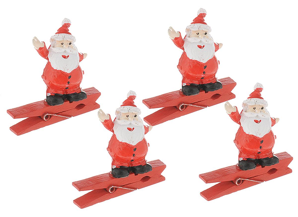 Набор новогодних украшений Magic Time Веселые Санты, на прищепке, 4 шт41819Набор Magic Time Веселые Санты состоит из 4декоративных украшений - прищепок,изготовленных из полирезина и дерева. Изделия станутпрекрасным дополнением к оформлениювашего новогоднего интерьера. Они используютсядля развешивания стикеров на веревке,маленьких игрушек и многого другого. Оригинальность ивеселые цвета прищепок будут радоватьглаз и поднимут настроение.Размер одной прищепки: 4,5 х 2 х 4,5 см.