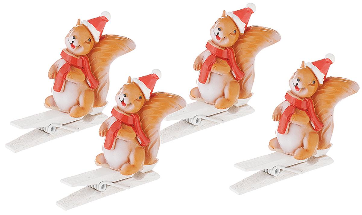 Набор новогодних украшений Magic Time Белочки в шапочках, на прищепке, 4 шт magic time набор украшений королевские ключи 2 шт