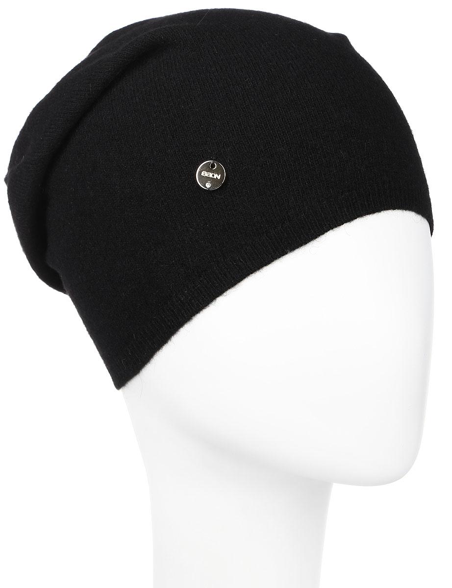 Шапка женская Baon, цвет: черный. B346544. Размер универсальныйB346544_BLACKВязаная женская шапка Baon выполнена из высококачественной комбинированной пряжи, что позволяет ей великолепно сохранять тепло и обеспечивает высокую эластичность и удобство посадки. Модель дополнена небольшим металлическим лейблом с логотипом бренда.