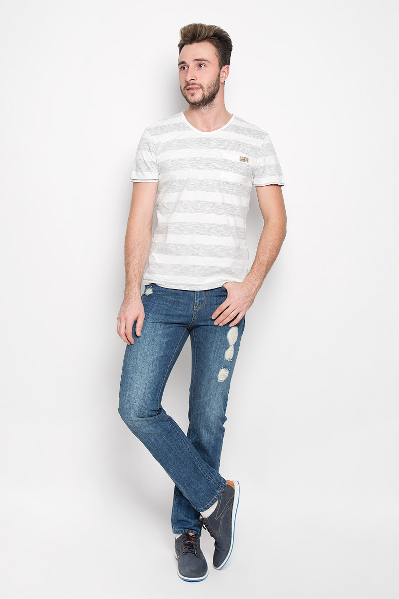 Футболка мужская Tom Tailor, цвет: молочный, серый. 1034789.00.10_2624. Размер L (50)1034789.00.10_2624Стильная мужская футболка Tom Tailor выполнена из натурального хлопка. Материал очень мягкий и приятный на ощупь, обладает высокой воздухопроницаемостью и гигроскопичностью, позволяет коже дышать. Модель прямого кроя с круглым вырезом горловины и короткими рукавами оформлена принтом в полоску и дополнена на груди накладным кармашком с брендовой нашивкой.
