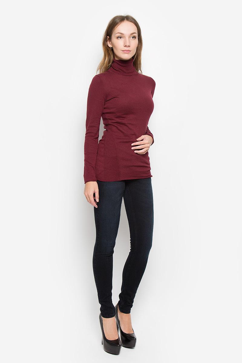 Водолазка женская Calvin Klein Jeans, цвет: бордовый. J20J200829. Размер M (44/46)525Женская водолазка Calvin Klein Jeans выполнена из натурального хлопка. Водолазка с воротником-гольф и длинными рукавами украшена вышитым логотипом бренда и фирменной металлической пластиной. Рукава и низ изделия имеют закрученные края.