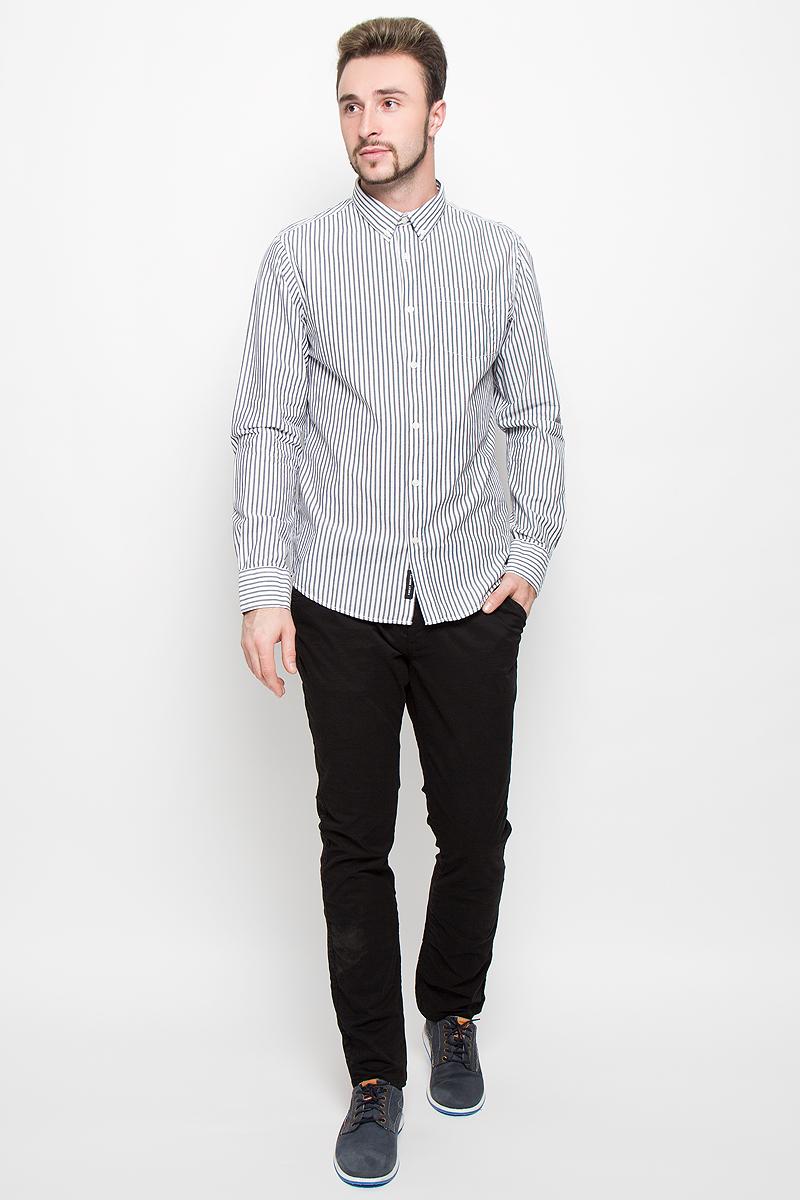 Рубашка мужская Broadway, цвет: белый, серый. 20100278. Размер M (48)20100278_99BСтильная мужская рубашка Broadway, изготовленная из натурального хлопка, необычайно мягкая и приятная на ощупь. Модная рубашка с отложным воротником, длинными рукавами и полукруглым низом застегивается на пластиковые пуговицы. Модель оформлена принтом в полоску и на груди слева дополнена накладным кармашком. Рукава рубашки дополнены манжетами на пуговицах.