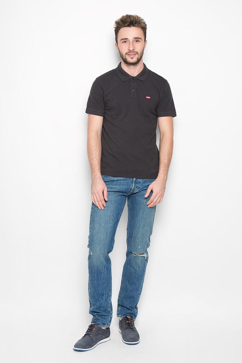 Поло мужское Levis®, цвет: черный. 2240100050. Размер S (44)2240100050Стильная мужская футболка-поло Levis®, выполненная из высококачественного хлопка, обладает высокой теплопроводностью, воздухопроницаемостью и гигроскопичностью, позволяет коже дышать.Модель с короткими рукавами и отложным воротником - идеальный вариант для создания оригинального современного образа. Сверху футболка-поло застегивается на три пуговицы. Воротник и манжеты рукавов выполнены из трикотажной резинки. По бокам модели предусмотрены небольшие разрезы. Спинка изделия немного удлинена. Модель оформлена на груди небольшой вышивкой в виде логотипа производителя.