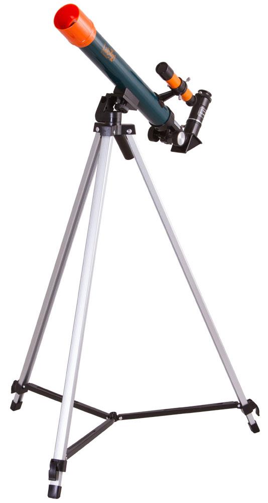 Levenhuk LabZZ T1 телескопT1 40x500Телескоп Levenhuk LabZZ T1 можно порекомендовать в качестве первого телескопа для любознательногоребенка. Это рефрактор с высококачественной оптикой, который дает возможность изучать лунную поверхность,исследовать марсианские кратеры, наблюдать вихри на Венере. Благодаря диагональному зеркалу, котороеправильно ориентирует изображение и включено в комплект поставки, телескоп можно использовать какзрительную трубу для наблюдения наземных объектов.Рефрактор прост в управлении. Он установлен на азимутальную монтировку, управление которой не требуетзнаний и навыков. На ее освоение у ребенка уйдет не более нескольких минут. Тренога изготовлена из алюминия.Высота треноги регулируется. В комплект поставки включены два окуляра разной кратности и оборачивающийокуляр. Максимальное увеличение из коробки составляет 83 крат. Такого увеличения хватит для раскрытиямножества интригующих тайн космоса.Светосила (относительное отверстие): f12/5 Посадочный диаметр окуляров: 0,96 дюймов Алюминиевая тренога Высота треноги: 65–115 мм