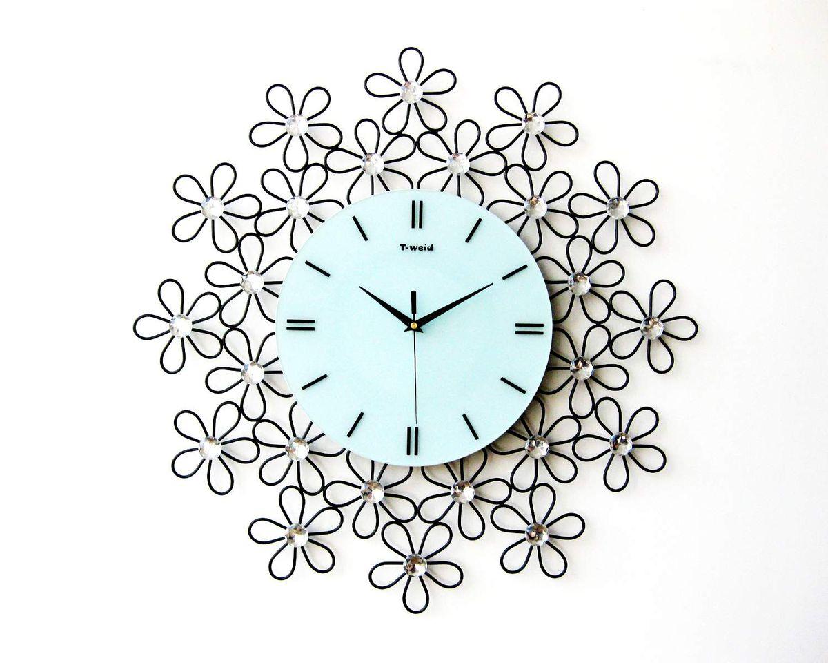 Часы настенные T-Weid, цвет: черный, белый, 60 х 60 х 5 смM 9057Настенные кварцевые часыT-Weid - это прекрасный предмет декора, а также универсальный подарок практически по любому поводу. Циферблат часов оснащен тремя фигурными стрелками: часовой, минутной и секундной. Циферблат выполнен из матового, прочного стекла. Корпус часов украшен стразами. На задней стенке часов расположена металлическая петелька для подвешивания и блок с часовым механизмом. Часы прекрасно впишутся в любой интерьер. Тип механизма: плавающий, бесшумный. Рекомендуется докупить батарейку типа АА (не входит в комплект).