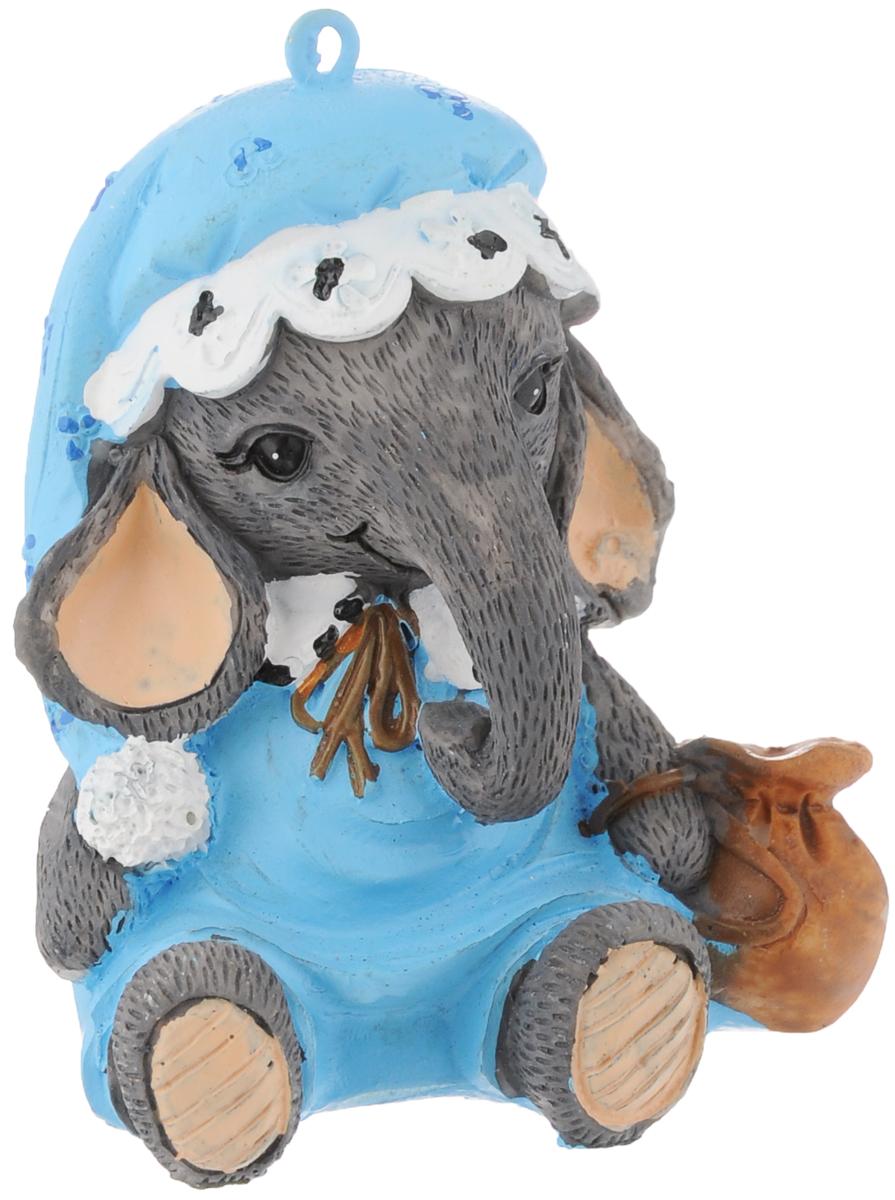 Украшение новогоднее подвесное Феникс-Презент Слоник в шапочке, 5,5 х 4,5 х 6,5 см38308Новогоднее украшение Феникс-презент Слоник в шапочке, изготовленное из высококачественного полирезина, прекрасно подойдет для праздничного декора дома и новогодней ели. В металлическое кольцо, расположенное сверху, можно продеть нитку и повесить изделие в любом понравившемся вам месте. Но, конечно, удачнее всего такая игрушка будет смотреться на праздничной елке. Елочная игрушка - символ Нового года. Она несет в себе волшебство и красоту праздника. Создайте в своем доме атмосферу веселья и радости, украшая новогоднюю елку нарядными игрушками, которые будут из года в год накапливать теплоту воспоминаний.