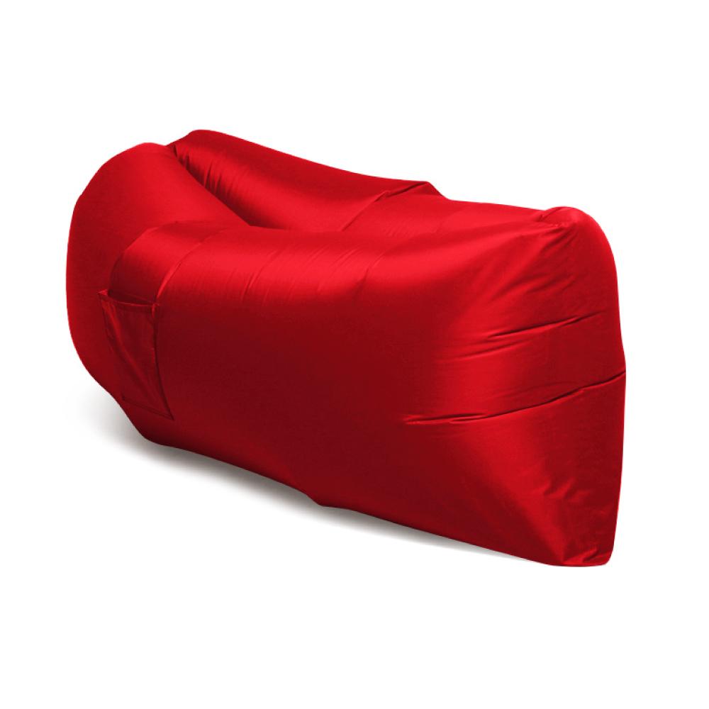 Диван надувной Lamzac, цвет: красныйУТ-00001151Удобный и легкий надувной диван выполнен из грязе- и водоотталкивающий ткани Оксфорд, держит воздух более 12 часов, даже если прыгать на нем. На правом боку пришиты 2 кармана, чтобы положить телефон, планшет или любимую книгу. На левом боку пришита еще одна петля-лямка для стакана, для крепления зонтика или удобной переноски. Путешествуйте, устраивайте кемпинг, ходите на фестивали, гуляйте в парке, расслабляйтесь на пляже, купайтесь в море, только не забудьте захватить надувной диван Lamzac.