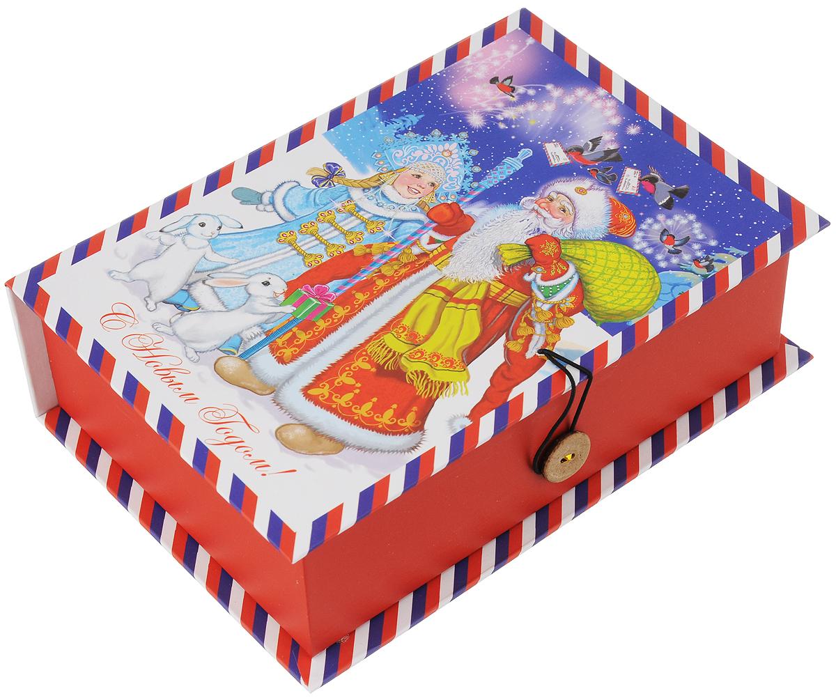 Коробка подарочная Феникс-Презент Дед Мороз, Снегурочка и зайцы, 20 х 14 х 6 см41785Подарочная коробка Феникс-Презент Дед Мороз, снегурочка и зайцы, выполненная из плотного картона, закрывается на пуговицу. Крышка оформлена ярким изображением и надписью С Новым годом!.Подарочная коробка - это наилучшее решение, если вы хотите порадовать ваших близких и создать праздничное настроение, ведь подарок, преподнесенный в оригинальной упаковке, всегда будет самым эффектным и запоминающимся. Окружите близких людей вниманием и заботой, вручив презент в нарядном, праздничном оформлении.Плотность картона: 1100 г/м2.