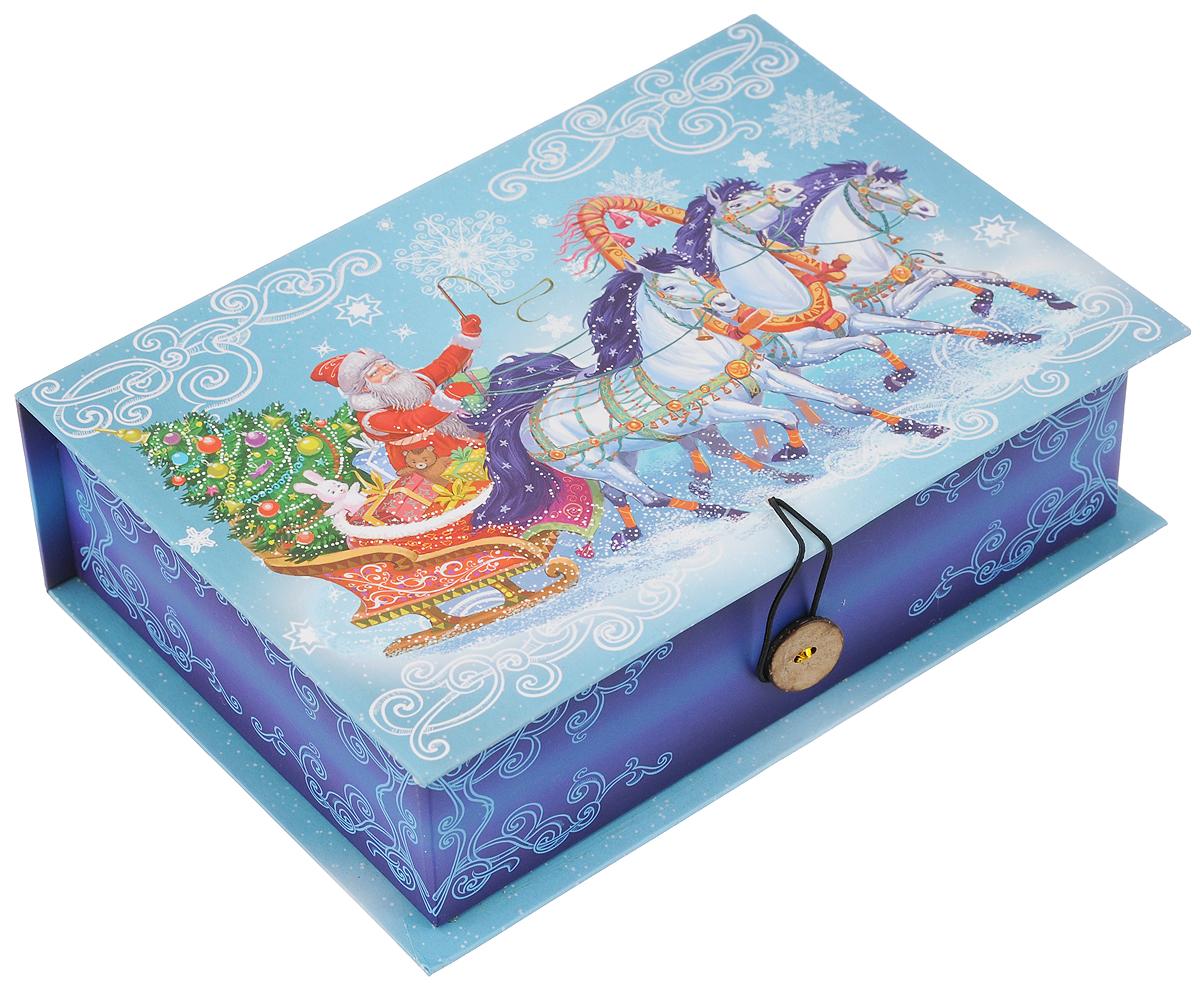 Коробка подарочная Феникс-Презент Дед Мороз на тройке, 20 х 14 х 6 см41773Подарочная коробка Феникс-Презент Дед Мороз на тройке, выполненная из плотного картона, закрывается на пуговицу. Крышка оформлена ярким изображением.Подарочная коробка - это наилучшее решение, если вы хотите порадовать ваших близких и создать праздничное настроение, ведь подарок, преподнесенный в оригинальной упаковке, всегда будет самым эффектным и запоминающимся. Окружите близких людей вниманием и заботой, вручив презент в нарядном, праздничном оформлении.Плотность картона: 1100 г/м2.