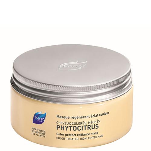 Phytosolba Phytocitrus Восстанавливающая маска для волос, 200 млP227Phytocitrus - маска с растительными маслами и экстрактом грейпфрута.Разглаживает поверхность волоса, обеспечивая тем самым оптимальный блеск.Регенерирующие и питательные свойства растительных масел иллипа и карите,в сочетании с глубоким восстанавливающим действием протеинов сладкогоминдаля, позволяют нормализовать поврежденную структуру кератина ивернуть волосам устойчивость и упругость.Экстракт грейпфрута разглаживает поверхностные чешуйки волос, фиксируютцвет, обеспечивают тонус прически после завивки и возвращают волосам блеск.Маска облегчает расчесывание и повышает устойчивость укладки, совершенноне утяжеляя волосы.Рекомендована после каждого мытья волос, высушенных в результатеокрашивания, обесцвечивания или химической завивки.Маска обеспечивает стимуляцию и восстанавливает блеск, поддерживаякрасоту волос.Эффективность:Мягкость и блеск волос: 97%.Восстановление: 91%.Усиление интенсивности цвета: 78%.Потребительский тест независимой лаборатории с участием 31 женщины.