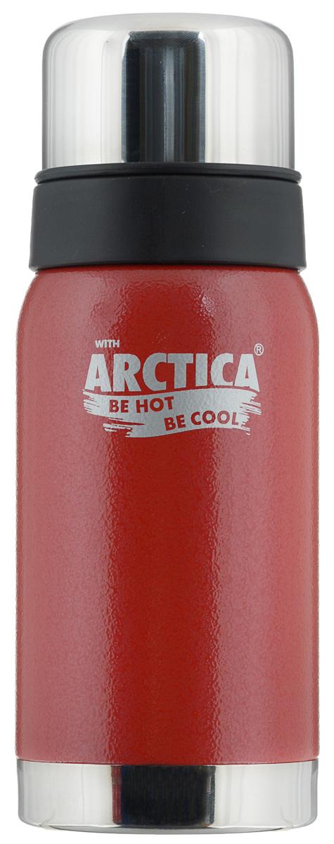 Термос Арктика, цвет: красный, стальной, 0,5 л. 106-500106-500 красныйТрадиционный дизайн обрамленный в классические цвета американского термоса Арктика радует глаз. Этот термос с узким горлом обладает приятной эргономикой и отлично лежит в руке.Яркая краска на корпусе - это особая молотковая эмаль, повредить которую получится не у всякого. Вкупе с прочной пищевой нержавеющей сталью это покрытие надежно охраняет самое ценное в термосе - вакуум между стенками корпуса и колбы. Вакуум, в свою очередь, надежно оберегает содержимое термоса от нагрева или охлаждения - круглый год он будет вам надежным товарищем и верным спутником.Крышка разделяется на 2 сосуда, которые можно использовать в качестве стаканов.Диаметр горлышка: 4,4 см.Диаметр основания: 7,8 см.Высота термоса (с учетом крышки): 21 см.Время сохранения температуры (холодной и горячей): 24 часа.