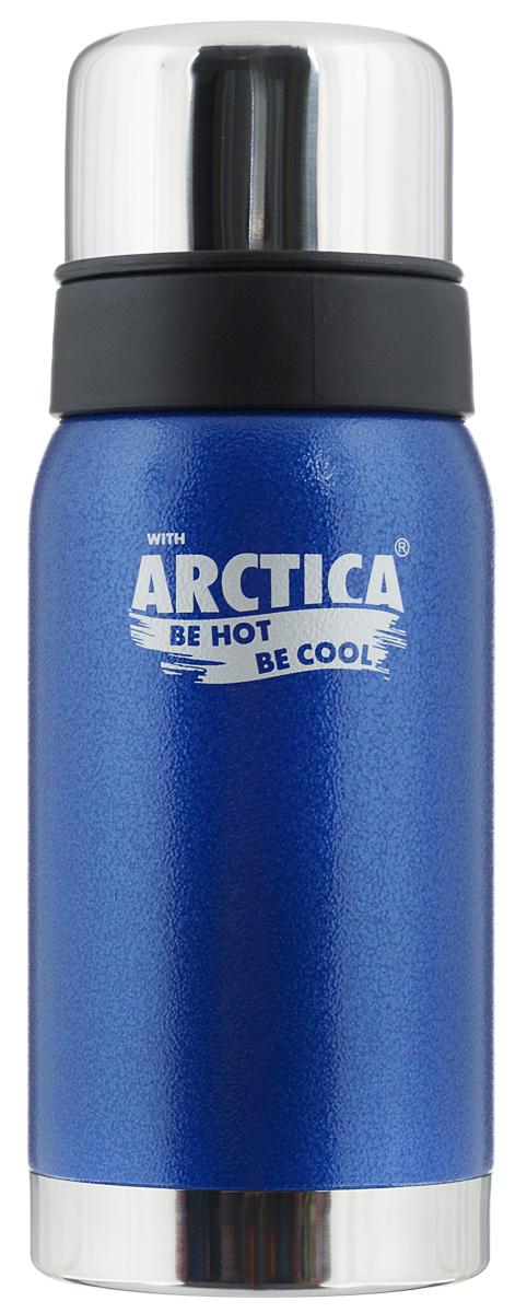 Термос Арктика, цвет: синий, стальной, 0,5 л. 106-500106-500 синийТрадиционный дизайн обрамленный в классические цвета американского термоса Арктика радует глаз. Этот термос с узким горлом обладает приятной эргономикой и отлично лежит в руке.Яркая краска на корпусе - это особая молотковая эмаль, повредить которую получится не у всякого. Вкупе с прочной пищевой нержавеющей сталью это покрытие надежно охраняет самое ценное в термосе - вакуум между стенками корпуса и колбы. Вакуум, в свою очередь, надежно оберегает содержимое термоса от нагрева или охлаждения - круглый год он будет вам надежным товарищем и верным спутником.Крышка разделяется на 2 сосуда, которые можно использовать в качестве стаканов.Диаметр горлышка: 4,4 см.Диаметр основания: 7,8 см.Высота термоса (с учетом крышки): 21 см.Время сохранения температуры (холодной и горячей): 24 часа.