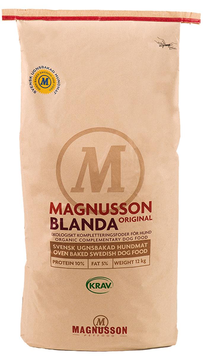 Добавка Magnusson Original Blanda, для взрослых собак с нормальным уровнем активности, 12 кгF151200Добавка Magnusson Original Blanda - сбалансированная добавка к основному рациону питания, которая улучшит обмен веществ и нормализирует работоспособность пищеварительной системы вашего питомца. Такая добавка поможет заменить кашу и сэкономить время. Blanda не содержит белок животного происхождения и может использоваться в качестве добавки к полноценному корму, если необходимо снизить белок в кормлении и привести вес собаки в норму, например перед выставкой. При строгой диете по показаниям ветеринара, в постоперационный период, либо при остром отравлении, Blanda может служить основой кормления. При непереносимости белков Blanda является самым простым решением для полноценного кормления собаки на протяжении жизни. Вы можете добавить в Blanda овощи (витамины) и специальные диетические паштеты, либо использовать в чистом виде. Качественный источник углеводов, без химии и добавок, поможет сохранить здоровье собаки всю жизнь. Залейте теплой водой, добавьте мясо и овощи (витамины), перемешайте через 10 минут. Выберите мясо самостоятельно, а в качестве основы используйте Blanda. Состав: экологическая мука пшеницы грубого помола, органическое рапсовое масло холодного отжима, минералы. Типичный анализ: белки 10,0%, жир 5,0%, клетчатка 2,8%, углеводы (НФО) 66,7%, минеральных веществ (золы) 5,5% (из которых 1,5% кальция и фосфора, 0,5%), вода 10%. Товар сертифицирован. Расстройства пищеварения у собак: кто виноват и что делать. Статья OZON ГидЧем кормить пожилых собак: советы ветеринара. Статья OZON Гид
