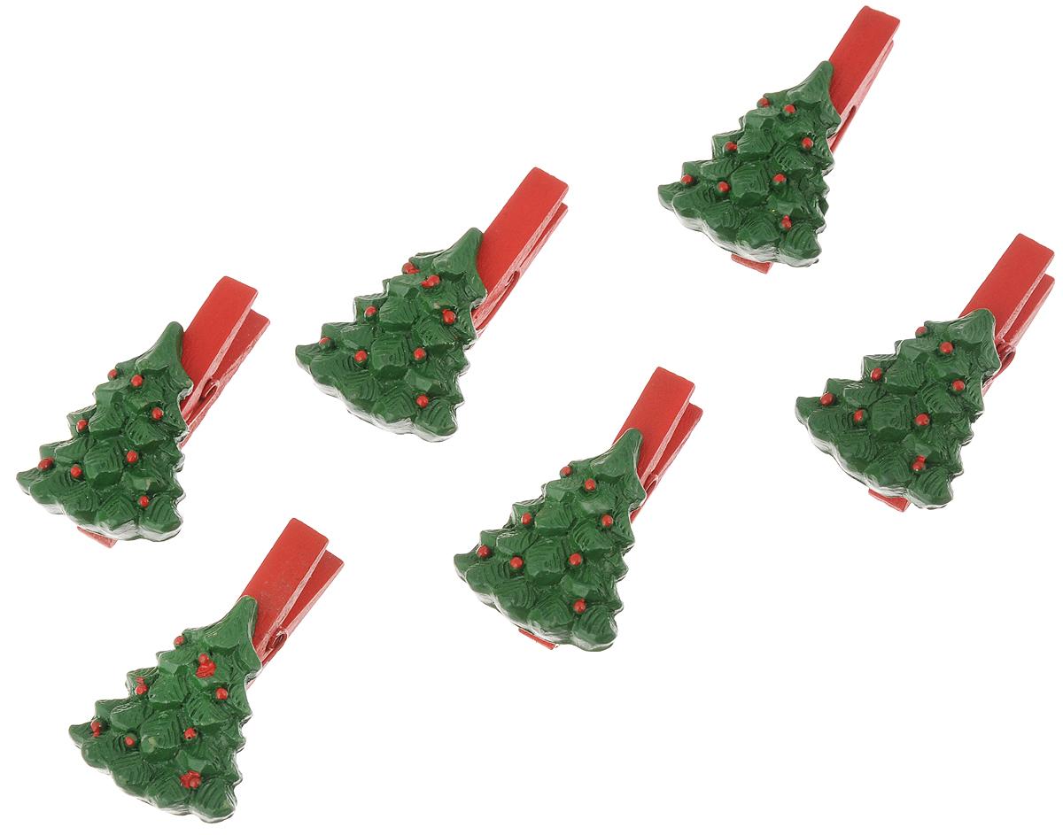 Набор декоративных прищепок Феникс-Презент Зеленые елочки, 6 шт41813Набор Феникс-Презент Зеленые елочки состоит из 6 декоративных прищепок, выполненных из дерева. Прищепки оформлены декоративными фигурками из полирезина. Изделия используются для развешивания стикеров на веревке, маленьких игрушек, а оригинальность и веселые цвета прищепок будут радовать глаз и поднимут настроение.Размер прищепки: 4,5 х 2,8 х 1,7 смРазмер фигурки: 3,5 х 2,8 х 0,7 см