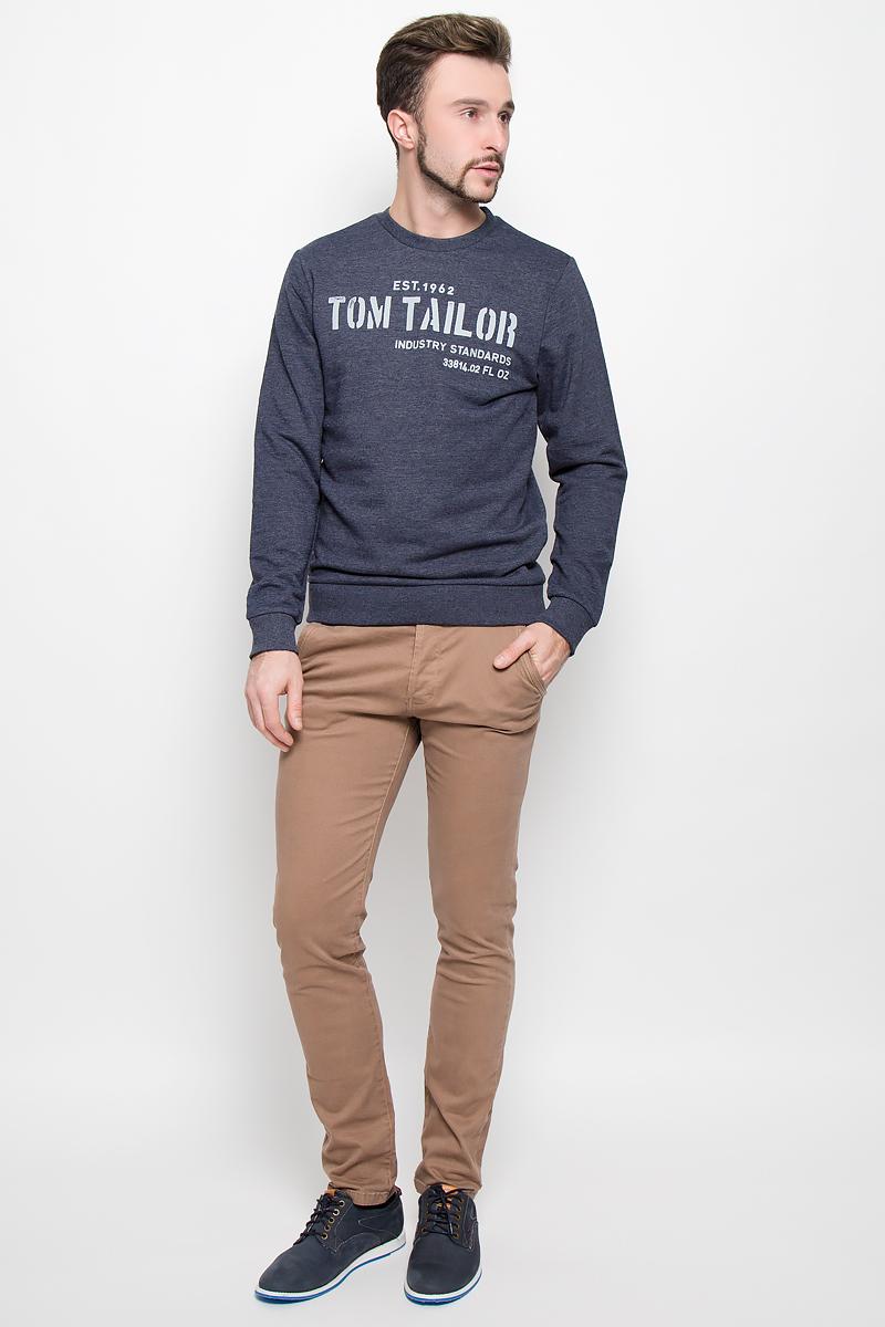 Толстовка мужская Tom Tailor, цвет: темно-синий. 2530384.00.10_6800. Размер S (46)2530384.00.10_6800Утепленная мужская толстовка, изготовленная из хлопка с добавлением полиэстера, необычайно мягкая и приятная на ощупь, не сковывает движения. Модель с круглым вырезом горловины и длинными рукавами. Вырез горловины, низ рукавов и низ модели дополнены трикотажными резинками. Толстовка оформлена оригинальными принтовыми надписями. Изнаночная сторона выполнена небольшими петельками.