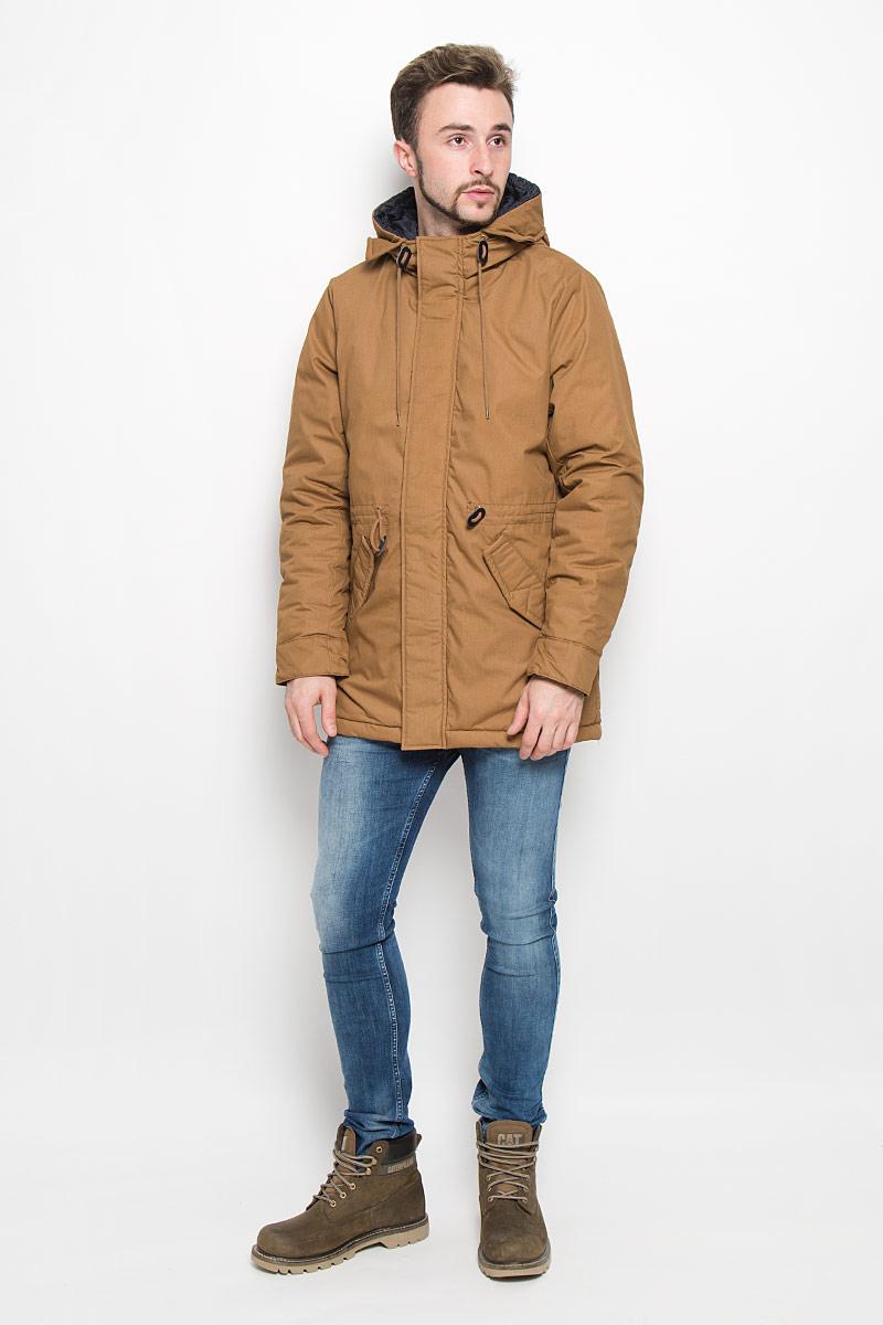 Куртка мужская Baon, цвет: коричневый. B536539. Размер L (50)B536539_UMBRAМужская куртка Baon с длинными рукавами и несъемным капюшоном выполнена из прочного полиэстера с добавлением хлопка. Наполнитель - синтепон. Куртка застегивается на застежку-молнию спередии имеет ветрозащитный клапан на кнопках. Рукава дополнены внутренними манжетами. Изделие оснащено двумя втачными карманами с клапанами на кнопках спереди, а также внутренним накладным карманом. Объем капюшона регулируется при помощи шнурка-кулиски. На талии модель также дополнена шнурком-кулиской.
