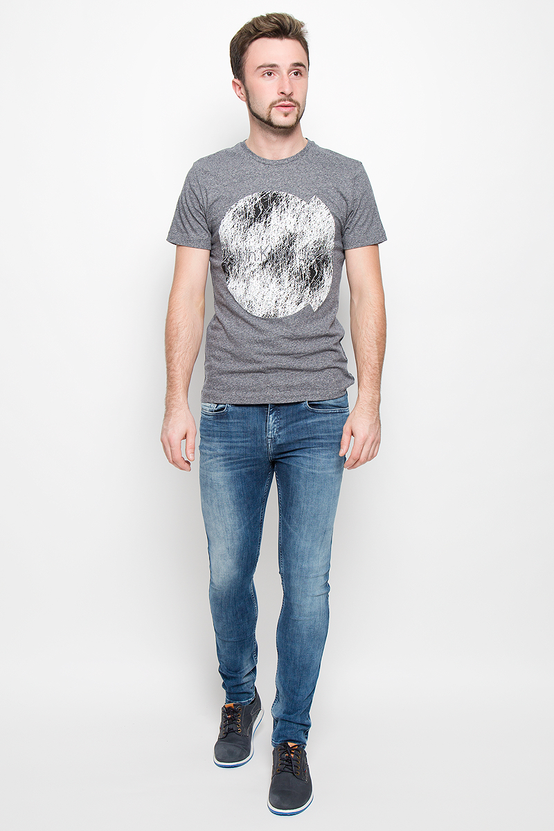 Футболка мужская Calvin Klein Jeans, цвет: серый меланж. J30J300569. Размер XL (50/52)s2232Стильная мужская футболка Calvin Klein Jeans, выполненная из натурального хлопка, обладает высокой теплопроводностью, воздухопроницаемостью и гигроскопичностью.Модель с короткими рукавами и круглым вырезом горловины - идеальный вариант для создания модного современного образа. Футболка оформлена крупным контрастным принтом с логотипом Calvin Klein.