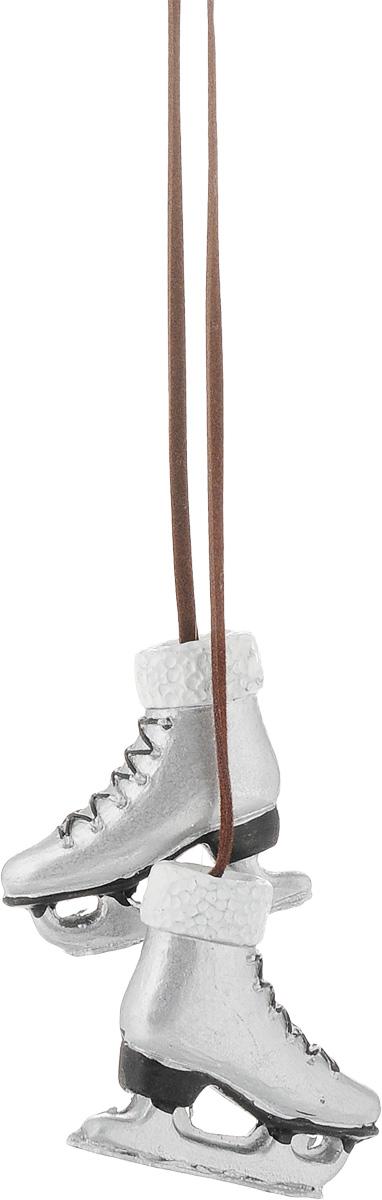 Украшение новогоднее подвесное Magic Time Коньки, цвет: серый, длина 48,5 см. 4181041810/75386Новогоднее подвесное украшение Magic Time Коньки выполнено в виде двух полирезиновых фигурок, которыесоединены текстильным шнуром. Украшение можно повесить в любом понравившемся вам месте. Но, конечно, удачнее всего оно будет смотреться на праздничной елке. Елочная игрушка - символ Нового года. Она несет в себе волшебство и красоту праздника. Создайте в своем доме атмосферу веселья и радости, украшая новогоднюю елку нарядными игрушками, которые будут из года в год накапливать теплоту воспоминаний.Размер фигурок: 4 х 1 х 3,5 см.