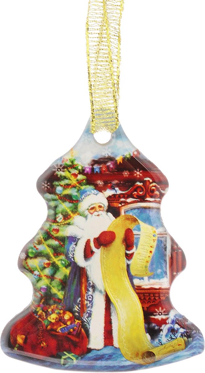 Магнит декоративный Magic Time Дед мороз со списком, 6 х 4,6 х 0,3 см38366Магнит Magic Time Дед мороз со списком, выполненный из агломерированного феррита, прекрасно подойдет в качестве сувенира к Новому году или станет приятным презентом в обычный день. Изделие оснащено текстильной петелькой для подвешивания.Магнит - одно из самых простых, недорогих и при этом оригинальных украшений интерьера. Он поможет вам украсить не только холодильник, но и любую другую магнитную поверхность.Размер: 6 х 4,6 см.Материал: агломерированный феррит.