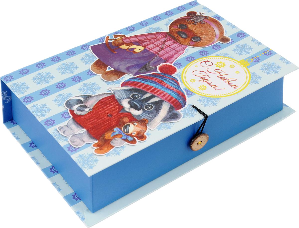 Коробка подарочная Феникс-Презент Милые игрушки, 20 х 14 х 6 см41777Подарочная коробка Феникс-Презент Милые игрушки, выполненная из плотного картона, закрывается на пуговицу. Крышка оформлена ярким изображением и надписью С Новым годом!.Подарочная коробка - это наилучшее решение, если вы хотите порадовать ваших близких и создать праздничное настроение, ведь подарок, преподнесенный в оригинальной упаковке, всегда будет самым эффектным и запоминающимся. Окружите близких людей вниманием и заботой, вручив презент в нарядном, праздничном оформлении.Плотность картона: 1100 г/м2.