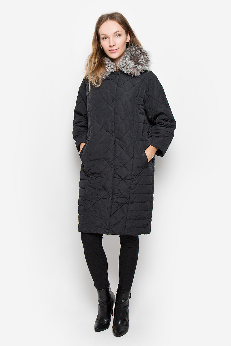 Пальто женское Baon, цвет: черный. B036552. Размер M (46)B036552_BLACKЖенское пальто Baon с рукавами 3/4 и отложным воротником выполнено из полиамида. Наполнитель - полиэстер.Пальто застегивается на застежку-молнию спереди, имеется ветрозащитный клапан на кнопках. Воротник украшен натуральным мехом. Изделие дополнено двумя втачными карманами на кнопках спереди.