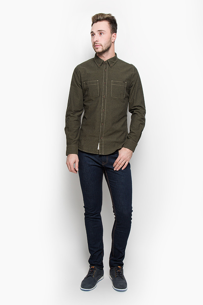 Рубашка мужская Lee Cooper, цвет: темно-зеленый. LCHMW044. Размер L (50)LCHMW044/OLIVEМужская рубашка Lee Cooper, выполненная из натурального хлопка, идеально дополнит ваш образ. Материал мягкий и приятный на ощупь, не сковывает движения и позволяет коже дышать.Рубашка классического кроя с длинными рукавами и отложным воротником застегивается на пуговицы по всей длине. Низ рукавов обработан манжетами на пуговицах. На груди модель дополнена двумя накладными карманами.Такая рубашка будет дарить вам комфорт в течение всего дня и станет стильным дополнением к вашему гардеробу.