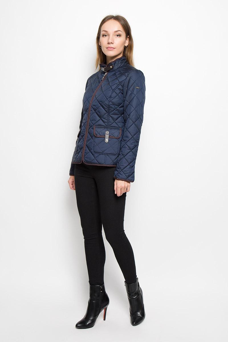 Куртка женская Baon, цвет: темно-синий. B036523. Размер M (46)B036523/B036623_Dark NavyЭлегантная женская куртка Baon изготовлена из полиэстера. Классическая стеганая модель имеет приталенныйсилуэт. Ветрозащитная, водоотталкивающая куртка обеспечивает превосходную теплоизоляцию. Модель с воротником-стойкой и длинными рукавами застегивается на молнию. Воротник застегиваетсяпри помощи хлястика с кнопкой, пропущенного через металлическую шлевку. На рукавах предусмотрены небольшие разрезы. По спинке изделие дополненохлястиками с кнопками для регулировки объема. Спереди расположены два накладных кармана с клапанами назастежках-кнопках. Модель украшена отделкой из велюра и искусственной кожи.