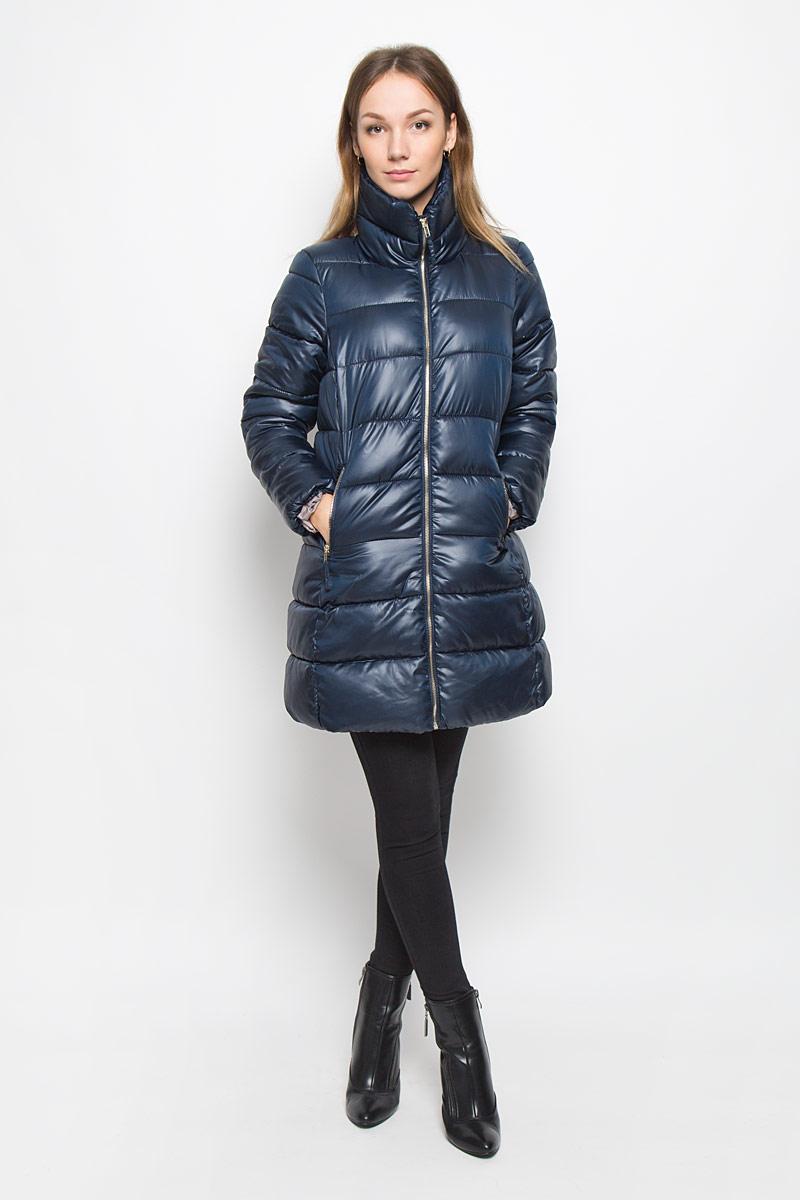 Пальто женское Baon, цвет: темно-синий. B036568. Размер S (44)B036568_DARK NAVYЖенское пальто Baon с рукавами длинными рукавами и воротником-стойкой выполнено из полиэстера. Наполнитель - синтепон.Пальто застегивается на застежку-молнию спереди. Изделие дополнено двумя втачными карманами на застежках-молниях спереди.