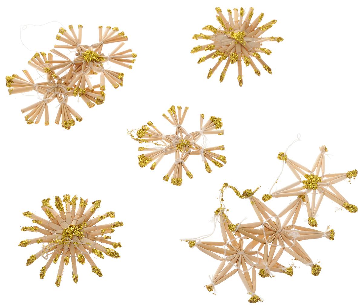 Набор новогодних подвесных украшений Magic Time Снежинки, 8 шт38193Набор новогодних подвесных украшений Magic Time Снежинки выполнен из соломы и украшен блестками. Набор представляет собой 8 елочных украшений в виде снежинок. С помощью специальной петельки украшение можно повесить в любом понравившемся вам месте. Но, конечно, удачнее всего оно будет смотреться на праздничной елке. Набор упакован в красивую коробку, что может сделать его отличным подарком.Елочная игрушка - символ Нового года. Она несет в себе волшебство и красоту праздника. Создайте в своем доме атмосферу веселья и радости, украшая новогоднюю елку нарядными игрушками, которые будут из года в год накапливать теплоту воспоминаний.Материал: солома, лак, текстиль.Размер коробки: 13 х 13 х 2,5 см.Диаметр снежинок: 5,5 см; 6 см.