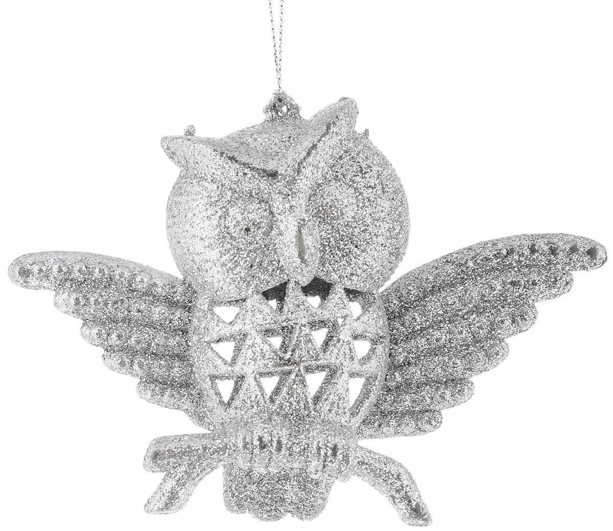 Украшение новогоднее подвесное Magic Time Сова в серебряном, высота 90 см38711Новогоднее украшение Magic Time Сова в серебряном отлично подойдет для декорации вашего дома и новогодней ели. Изделие, выполненное из пластика, декорировано блестками и оснащено специальной петелькой для подвешивания.Елочная игрушка - символ Нового года. Она несет в себе волшебство и красоту праздника. Создайте в своем доме атмосферу веселья и радости, украшая всей семьей новогоднюю елку нарядными игрушками, которые будут из года в год накапливать теплоту воспоминаний.Размер украшения: 14 х 9 х 5 см.