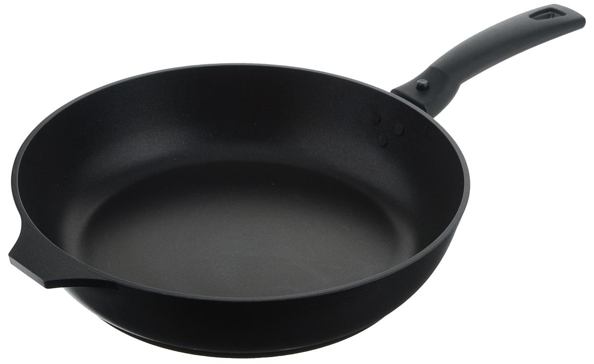 Сковорода Традиция Kukmara, с антипригарным покрытием, со съемной ручкой, цвет: черный, диаметр 26 смС263аСковорода Традиция Kukmara изготовлена из литого алюминия с антипригарным покрытием. Пища на такой сковороде не пригорает и не липнет к поверхности, блюда получаются с аппетитной корочкой, готовятся равномерно, быстро и вкусно. Внешнее покрытие - термостойкое. Литой корпус не подвержен деформации, специально утолщенное дно повышает прочность посуды. В производстве сковороды не используется PFOA. Можно пользоваться металлическими аксессуарами.Изделие снабжено прочной бакелитовой ручкой эргономичной формы.Может использоваться на всех типах плит, кроме индукционных. Можно мыть в посудомоечной машине. Диаметр (по верхнему краю): 26 см. Высота стенки: 6,5 см. Толщина стенки: 5 мм. Толщина дна: 6 мм. Длина ручки: 16,5 см.
