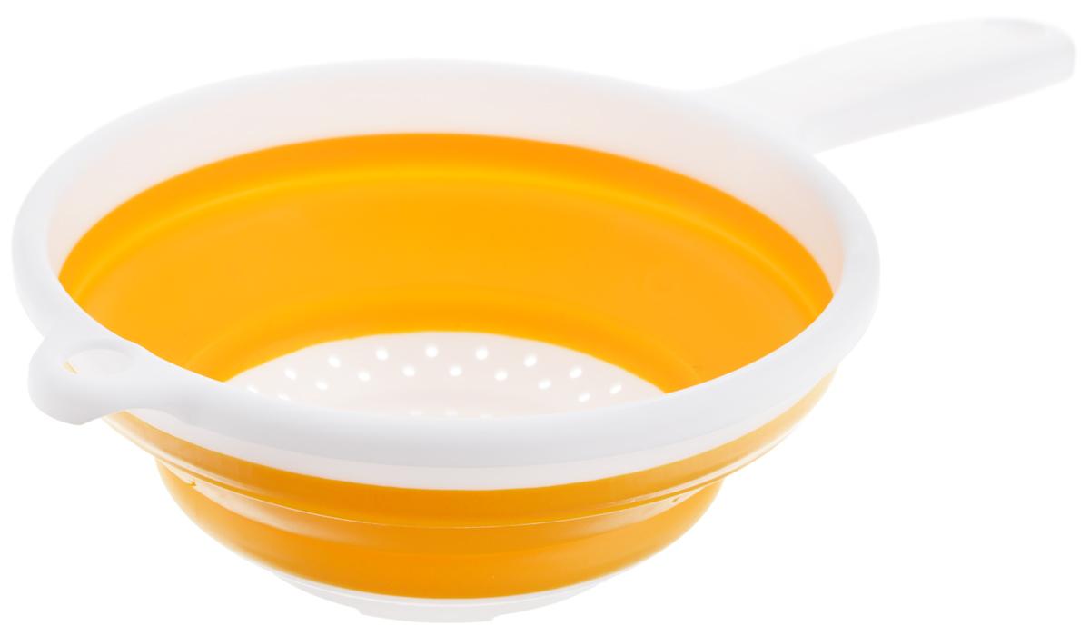 Дуршлаг складной Apollo, цвет: белый, желтый, диаметр 19,5 смCLD-01_белый, желтыйСкладной дуршлаг Apollo станет полезным приобретением для вашей кухни. Он изготовлен из высококачественного пищевого силикона и пластика. Дуршлагоснащен удобной эргономичной ручкой со специальным отверстием для подвешивания. Изделие прекрасно подходит для процеживания, ополаскивания истекания макарон, овощей, фруктов. Дуршлаг компактно складывается, что делает его удобным для хранения. Не рекомендуется мыть в посудомоечной машине. Диаметр (по верхнему краю): 19,5 см. Максимальная высота: 8 см. Минимальная высота: 3 см. Длина ручки: 13 см.