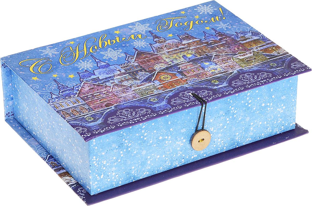 Коробка подарочная Феникс-Презент Сказочный город, 20 х 14 х 6 см41783Подарочная коробка Феникс-Презент Сказочный город, выполненная из плотного картона, закрывается на пуговицу. Крышка оформлена ярким изображением и надписью С Новым годом!.Подарочная коробка - это наилучшее решение, если вы хотите порадовать ваших близких и создать праздничное настроение, ведь подарок, преподнесенный в оригинальной упаковке, всегда будет самым эффектным и запоминающимся. Окружите близких людей вниманием и заботой, вручив презент в нарядном, праздничном оформлении.Плотность картона: 1100 г/м2.