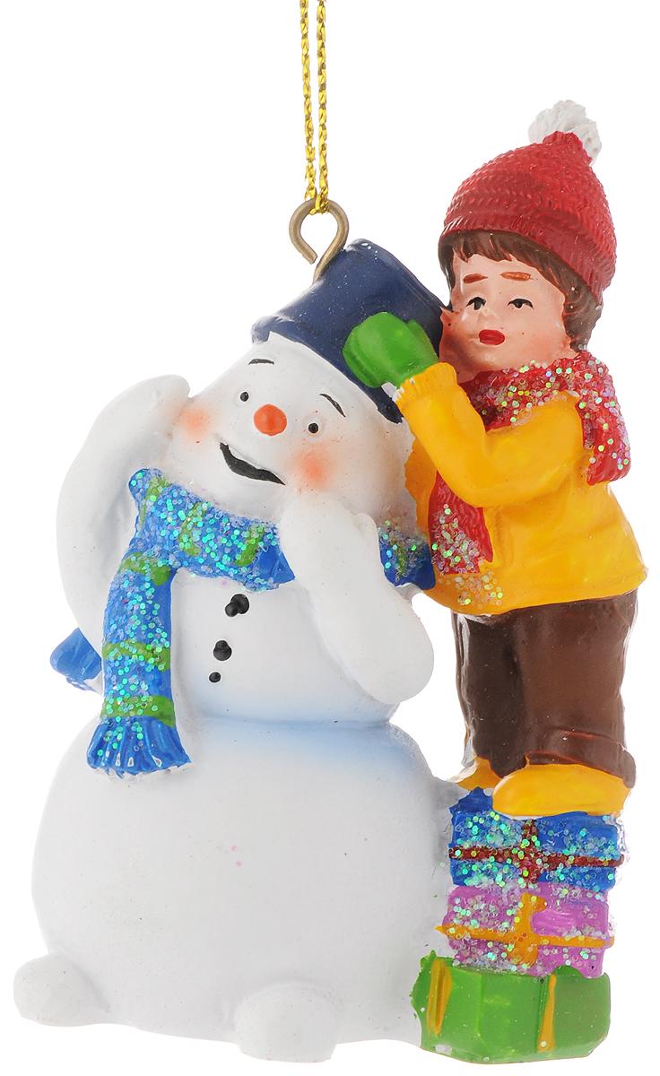 Украшение новогоднее подвесное Феникс-Презент Зимняя сказка, высота 8 см38315Новогоднее украшение Феникс-Презент Зимняя сказка отлично подойдет для декорации вашего дома и новогодней ели. Изделие выполнено из полирезины и оснащено специальной петелькой для подвешивания.Елочная игрушка - символ Нового года. Она несет в себе волшебство и красоту праздника. Создайте в своем доме атмосферу веселья и радости, украшая всей семьей новогоднюю елку нарядными игрушками, которые будут из года в год накапливать теплоту воспоминаний.Размер украшения: 5,5 х 3,5 х 8 см.