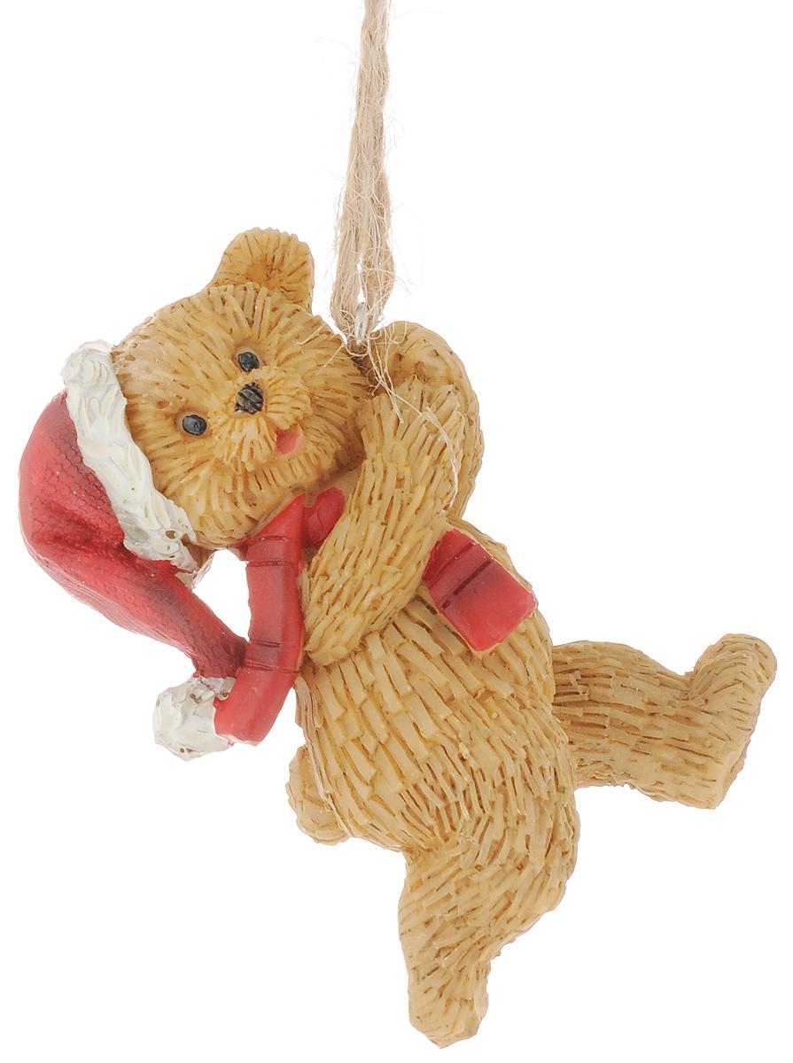 Украшение новогоднее подвесное Феникс-Презент Медвежонок, высота 6,5 см41965Новогоднее украшение Феникс-Презент Медвежонок отлично подойдет для декорации вашего дома и новогодней ели. Изделие выполнено из полирезины и оснащено специальной петелькой для подвешивания.Елочная игрушка - символ Нового года. Она несет в себе волшебство и красоту праздника. Создайте в своем доме атмосферу веселья и радости, украшая всей семьей новогоднюю елку нарядными игрушками, которые будут из года в год накапливать теплоту воспоминаний.Размер фигурки: 4,5 х 3 х 6,5 см.