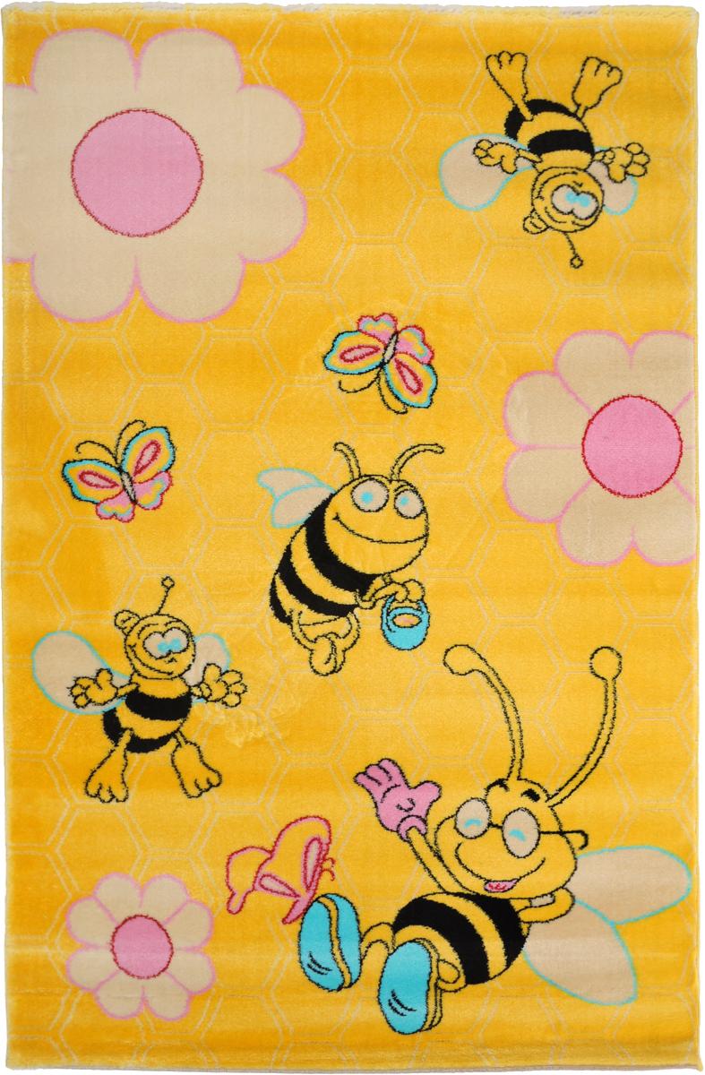 Ковер детский Kamalak Tekstil Веселые пчелки, прямоугольный, 100 x 150 смУКД-2002Детский ковер Kamalak Tekstil Веселые пчелки изготовлен из высококачественногополипропилена. Полипропилен износостоек, нетоксичен, не впитывает влагу, не провоцирует аллергию. Структураволокна в полипропиленовых коврах гладкая, поэтому грязь не будет въедаться и скапливатьсяна ворсе. Практичный и износоустойчивый ворс не истирается и не накапливает статическоеэлектричество.Ковер обладает хорошими показателями теплостойкости и шумоизоляции. Оригинальный рисунокпозволит гармонично оформить интерьер детской комнаты.За счет невысокого ворса ковер легко чистить. При надлежащем уходе синтетический коверпрослужит долго, не утратив ни яркости узора, ни блеска ворса, ни упругости.Самый простой способ избавить изделие от грязи - пропылесосить его с обеих сторон (лицевой иизнаночной). Влажная уборка с применением шампуней и моющих средств не противопоказана. Хранить рекомендуется в свернутом рулоном виде.