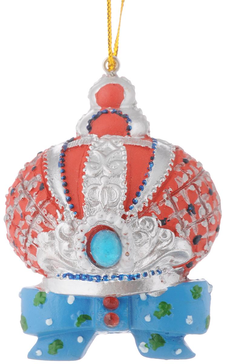 Украшение новогоднее подвесное Феникс-Презент Корона, высота 7 см42185Новогоднее украшение Феникс-Презент Корона отлично подойдет для декорации вашего дома и новогодней ели. Изделие выполнено из полирезины и оснащено специальной петелькой для подвешивания.Елочная игрушка - символ Нового года. Она несет в себе волшебство и красоту праздника. Создайте в своем доме атмосферу веселья и радости, украшая всей семьей новогоднюю елку нарядными игрушками, которые будут из года в год накапливать теплоту воспоминаний.Размер украшения: 5 х 3,5 х 7 см.
