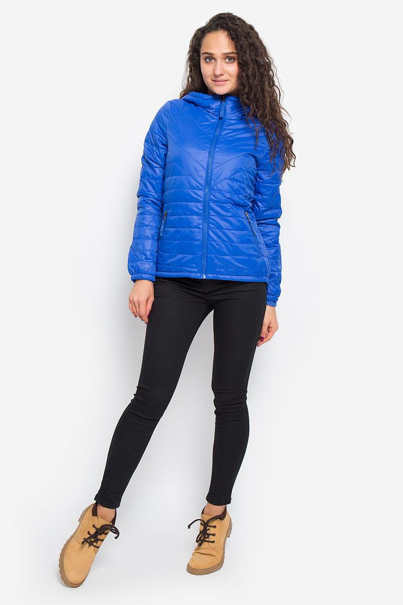 Куртка женская Vero Moda, цвет: синий. 10159270. Размер L (46)10159270_Surf the WebУдобная женская куртка Vero Moda выполнена из нейлона с подкладкой из высококачественного полиэстера. Такая модель отлично подойдет для прохладной погоды.Куртка с удлинённой спинкой, капюшоном и длинными рукавами застегивается на застежку-молнию. Модель снаружи дополнена двумя втачными карманами на молниях. Внутри изделия на воротник привязывается компактный чехол на кулиске, в него можно компактно сложить вашу курточку.Очень комфортная и стильная куртка будет прекрасным выбором для повседневной носки и подчеркнет вашу индивидуальность.