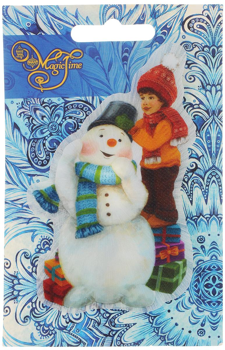 Украшение новогоднее Magic Time Снеговик и мальчик, со светодиодной подсветкой, 12 x 7,5 x 3 см42199Оригинальное новогоднее украшение Magic Time Снеговик и мальчик выполнено из ПВХ. С помощью специальной вакуумной присоски украшение можно прикрепить почти на любую плоскую поверхность. Светодиодная подсветка создаст атмосферу волшебства и ощущение праздника.Такой сувенир оформит ваш интерьер в преддверии Нового года и создаст атмосферу уюта.Размер: 12 x 7,5 x 3 см;Элемент питания: LR44;Мощность: 0,06 Вт;Напряжение: 3 В.