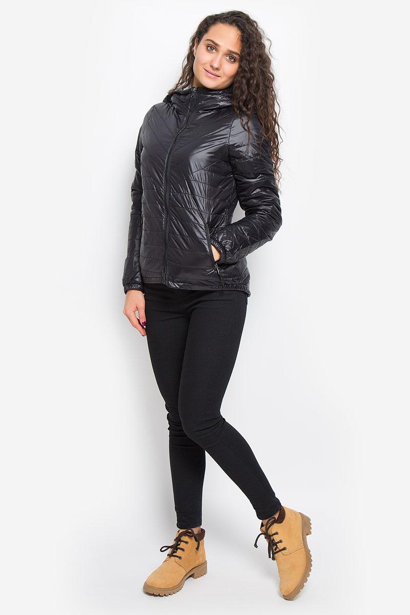 Куртка женская Vero Moda, цвет: черный. 10159270. Размер S (42)10159270_BlackУдобная женская куртка Vero Moda выполнена из нейлона с подкладкой из высококачественного полиэстера. Такая модель отлично подойдет для прохладной погоды.Куртка с удлинённой спинкой, капюшоном и длинными рукавами застегивается на застежку-молнию. Модель снаружи дополнена двумя втачными карманами на молниях. Внутри изделия на воротник привязывается компактный чехол на кулиске, в него можно компактно сложить вашу курточку.Очень комфортная и стильная куртка будет прекрасным выбором для повседневной носки и подчеркнет вашу индивидуальность.