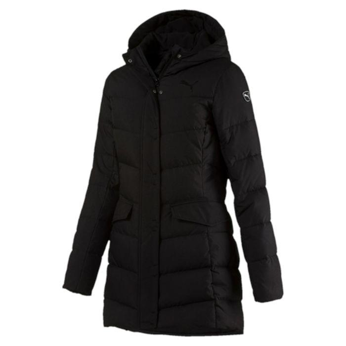 Пуховик женский Puma STYLE Hd Mid Down Jacket, цвет: черный. 83868501. Размер M (46)838685_01Пуховик средней длины прекрасно согревает и сочетает в себе спортивный стиль и элегантность. Ее объемный (в меру свободный) силуэт имеет мягкий пуховый наполнитель и капюшон для дополнительной защиты от холода. Модель декорирована логотипом PUMA, нанесенным методом глянцевой печати, а также силиконовой эмблемой PUMA. Среди других отличительных особенностей модели - большой капюшон, ветрозащитный клапан и наращенный спереди ворот, надежно закрывающий шею и подбородок, застегивающийся на скрытую кнопку, боковые карманы с клапанами, застегивающиеся на скрытые кнопки, вторые манжеты из эластичного материала, петля для вешалки, внутренний карман для электронных устройств с клапаном, висячий ярлык с указанием состава наполнителя. Элегантность фасона подчеркивается модными вшивными рукавами.