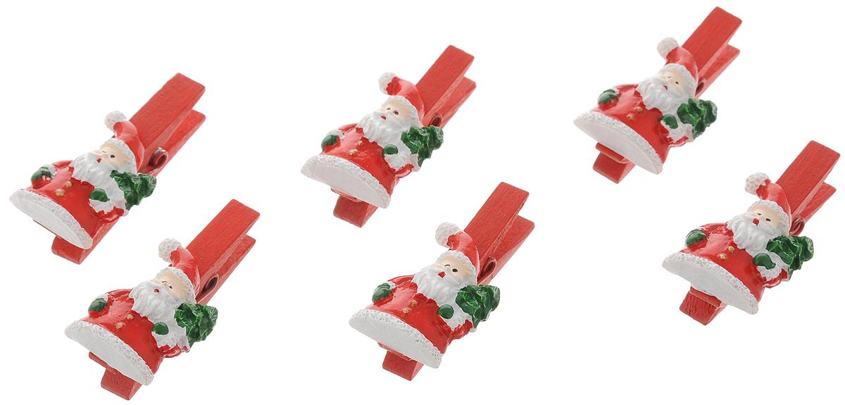 Украшение новогоднее подвесное Феникс-Презент Круглые санты, 9,5 х 9 х 1,5 см, 6 шт41827Оригинальное новогоднее украшение Круглые санты выполнено из прочных материалов. С помощью специальной прищепки украшение можно подвесить практически влюбом понравившемся вам месте. Но, конечно же, удачнее всего такая игрушка будетсмотреться на праздничной елке.Новогодние украшения приносят в дом волшебство и ощущение праздника. Создайте всвоем доме атмосферу веселья и радости, украшая всей семьей новогоднюю елкунарядными игрушками, которые будут из года в год накапливать теплоту воспоминаний. Материал: полирезина, древесина березы; Размер: 9,5 х 9 х 1,5 см. Количество: 6 шт.