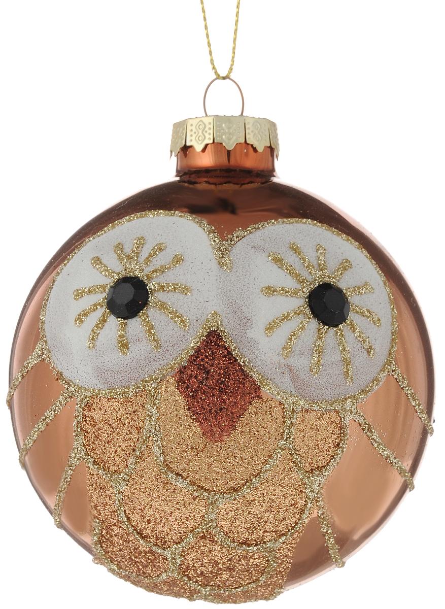 Украшение новогоднее подвесное Magic Time Волшебная сова, 8 см42347Новогоднее подвесное украшение Magic Time Волшебная сова выполнено из высококачественного стекла в форме шара и оформлено изящным рисунком с блестками. С помощью специальной петельки украшение можно повесить в любом понравившемся вам месте. Но, конечно, удачнее всего оно будет смотреться на праздничной елке. Елочная игрушка - символ Нового года. Она несет в себе волшебство и красоту праздника. Создайте в своем доме атмосферу веселья и радости, украшая новогоднюю елку нарядными игрушками, которые будут из года в год накапливать теплоту воспоминаний.Материал: стекло;Диаметр: 8 см.