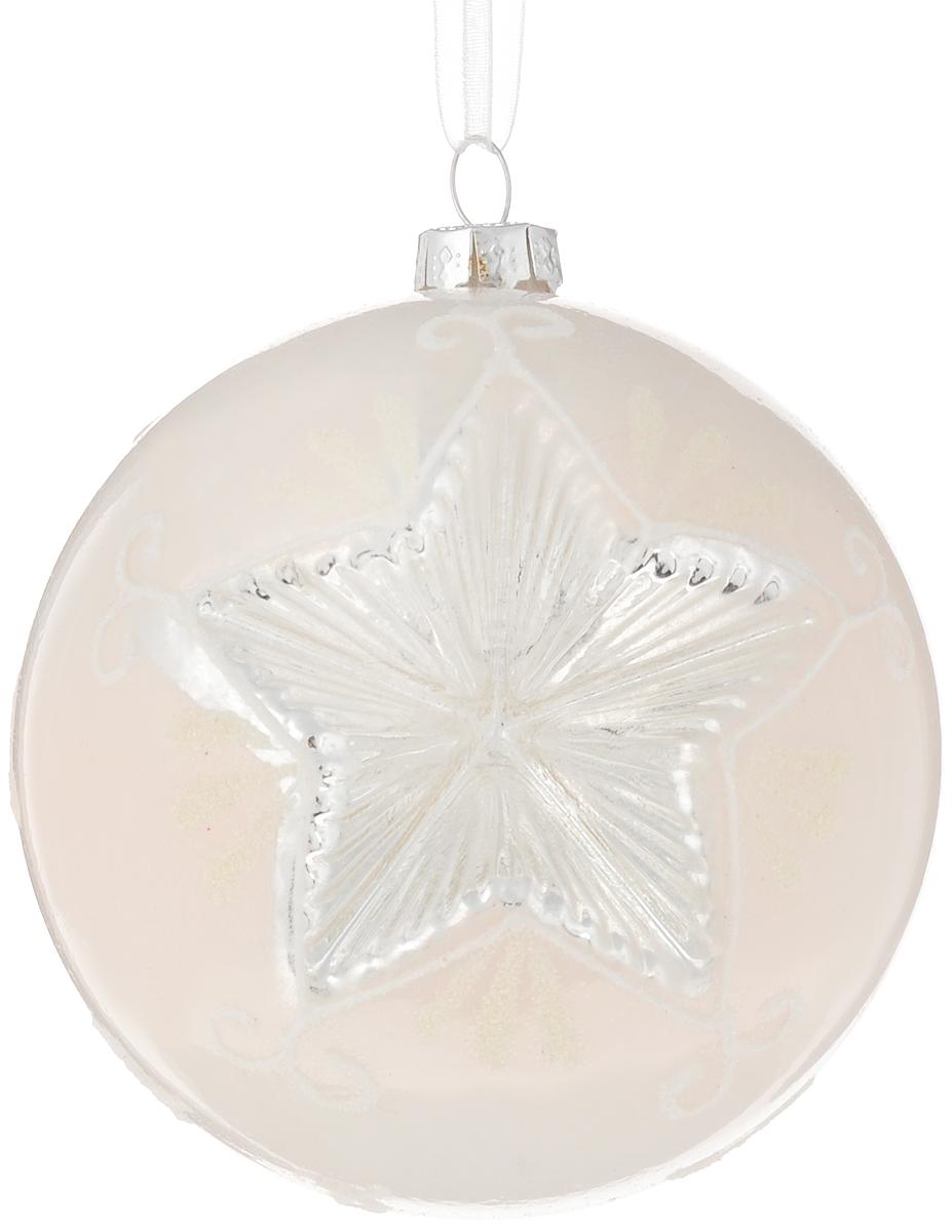 Украшение новогоднее подвесное Magic Time Морозная звезда, 8 см42343Новогоднее подвесное украшение Magic Time Морозная звезда выполнено из высококачественного стекла в форме шара и оформлено изящным рисунком с блестками. С помощью специальной петельки украшение можно повесить в любом понравившемся вам месте. Но, конечно, удачнее всего оно будет смотреться на праздничной елке. Елочная игрушка - символ Нового года. Она несет в себе волшебство и красоту праздника. Создайте в своем доме атмосферу веселья и радости, украшая новогоднюю елку нарядными игрушками, которые будут из года в год накапливать теплоту воспоминаний.Материал: стекло;Диаметр: 8 см.