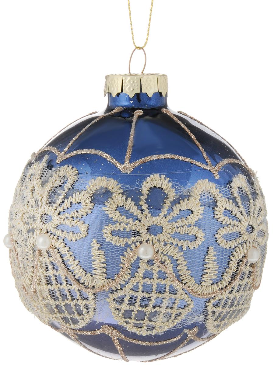 Украшение новогоднее подвесное Magic Time Нежное кружево на голубом, 8 см42353Новогоднее подвесное украшение Magic Time Нежное кружево на голубом выполнено из высококачественного стекла в форме шара и оформлено изящным рельефным рисунком с блестками и сеточкой из ткани. С помощью специальной петельки украшение можно повесить в любом понравившемся вам месте. Но, конечно, удачнее всего оно будет смотреться на праздничной елке. Елочная игрушка - символ Нового года. Она несет в себе волшебство и красоту праздника. Создайте в своем доме атмосферу веселья и радости, украшая новогоднюю елку нарядными игрушками, которые будут из года в год накапливать теплоту воспоминаний.Материал: стекло;Диаметр: 8 см.