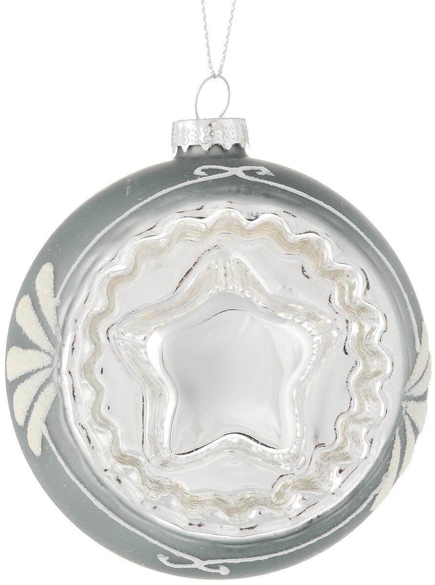 Украшение новогоднее подвесное Magic Time Морозная звезда, 8 см42350Новогоднее подвесное украшение Magic Time Морозная звезда выполнено из высококачественного стекла в форме шара и оформлено изящным рисунком с блестками. С помощью специальной петельки украшение можно повесить в любом понравившемся вам месте. Но, конечно, удачнее всего оно будет смотреться на праздничной елке. Елочная игрушка - символ Нового года. Она несет в себе волшебство и красоту праздника. Создайте в своем доме атмосферу веселья и радости, украшая новогоднюю елку нарядными игрушками, которые будут из года в год накапливать теплоту воспоминаний.Материал: стекло;Диаметр: 8 см.