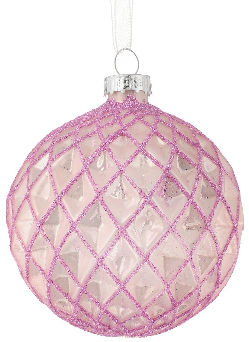 Украшение новогоднее подвесное Magic Time Розовый ромб, 8 см42344Новогоднее подвесное украшение Magic Time Розовый ромб выполнено из высококачественного стекла в форме шара и оформлено изящным рельефным рисунком с блестками. С помощью специальной петельки украшение можно повесить в любом понравившемся вам месте. Но, конечно, удачнее всего оно будет смотреться на праздничной елке. Елочная игрушка - символ Нового года. Она несет в себе волшебство и красоту праздника. Создайте в своем доме атмосферу веселья и радости, украшая новогоднюю елку нарядными игрушками, которые будут из года в год накапливать теплоту воспоминаний.Материал: стекло;Диаметр: 8 см.